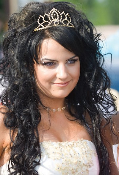 loose prom hairstyles. Prom Curly Hairstyles 2010