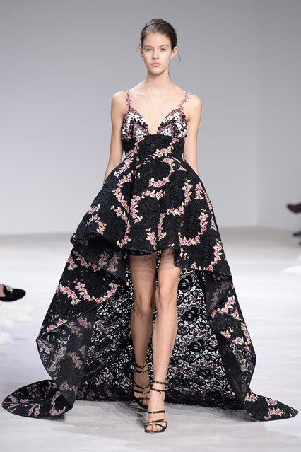 Giambattista Valli SS 2016 black pink flower print high low prom