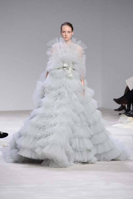 Giambattista Valli SS 2016 light grey layered tulle prom dress