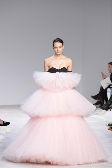 Giambattista Valli SS 2016 pink balck tulle prom dress