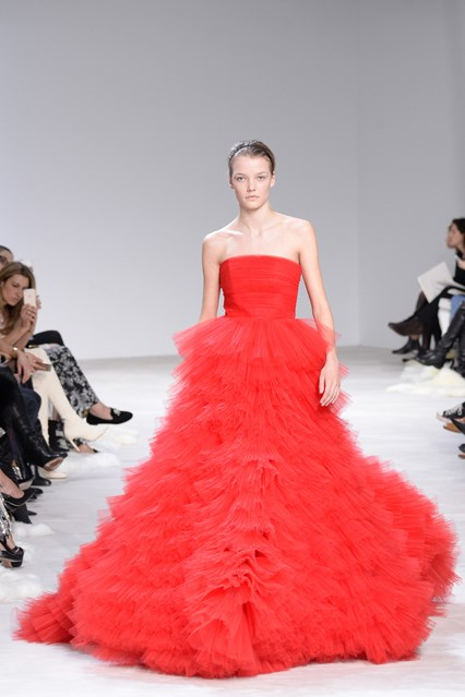 Giambattista Valli SS 2016 red tulle prom dress