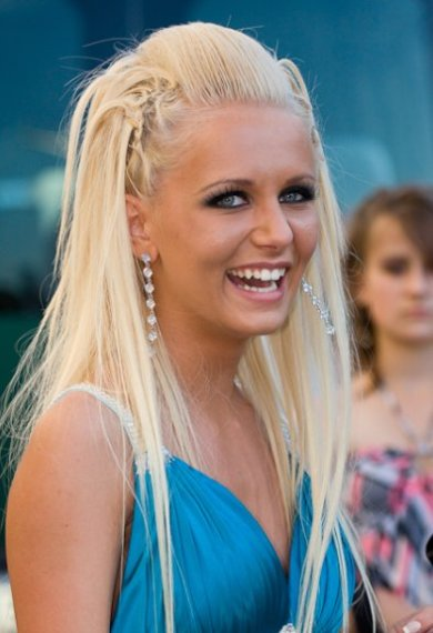 Beautiful Long Prom Hairstyle 2010 Prom Night Styles